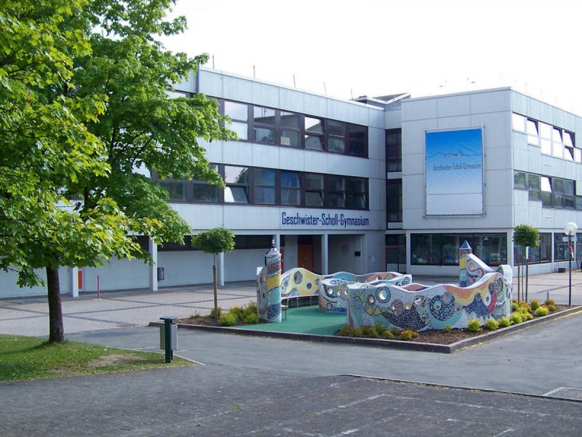 Blick auf das Schulgebäude in Winterberg